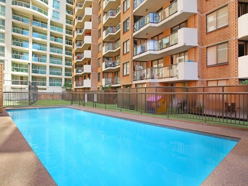 8-336 Sussex Street - Pool
